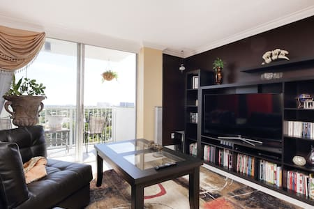 Free Breakfast and Spacious Room! - North Miami - Apartment