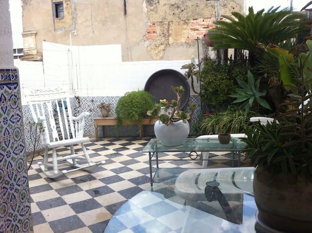 ATTICO IN CENTRO TUNIS CON TERRAZZO - Tunis - Apartamento
