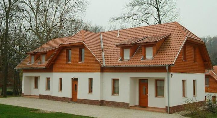 Классические апартаменты с двумя спальнями