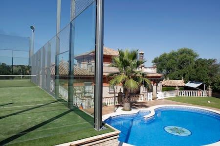 CASA CON PISCINA Y PISTA DE PADEL - Castilblanco de los Arroyos