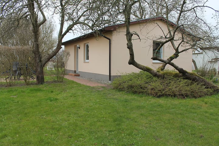 Functionally furnished holiday bungalow in Kühlungsborn