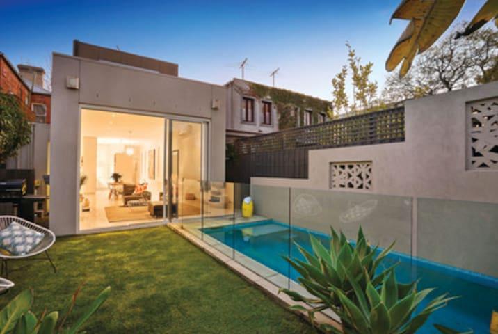 Luxury Family Home in Elwood