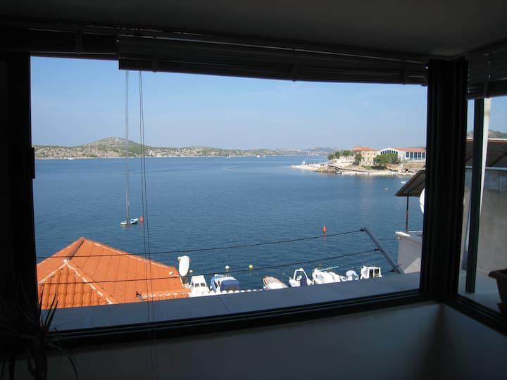 Sea view apartment Jela, Dolac