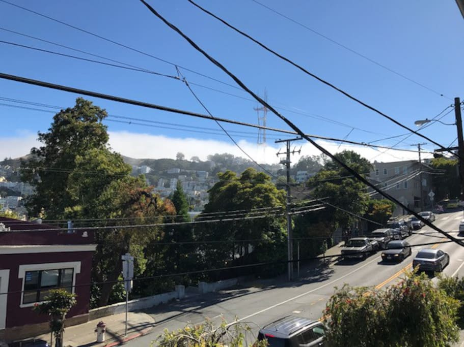 view! Look! It's Sutro Tower and Twin Peaks!