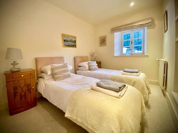 Lovely twin room in Savoyard chalet, near Les Gets