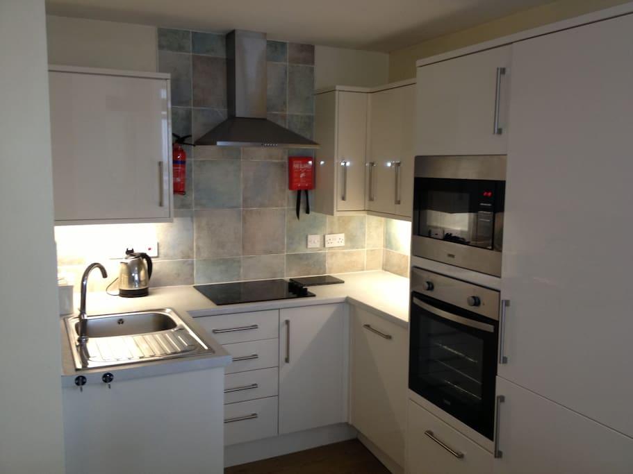 Kitchen, with dishwasher, fridge/freezer, microwave, halogen hob