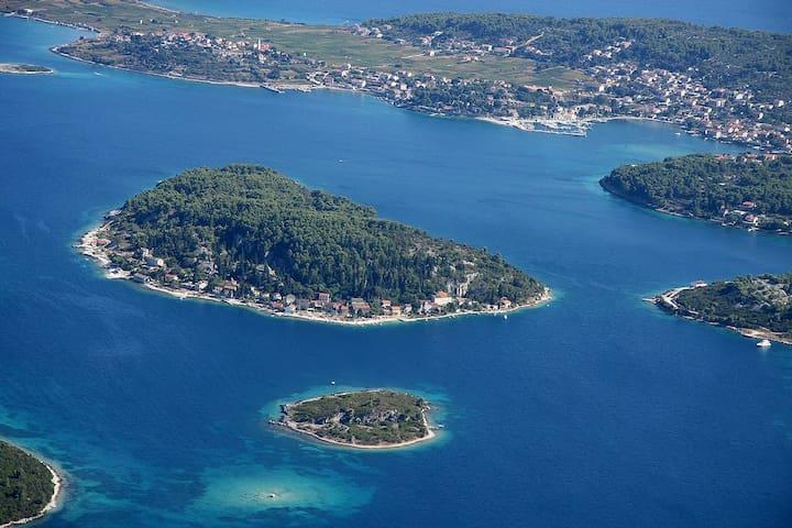 Summer house by the sea - Vrnik Isl - Korčula - Hus