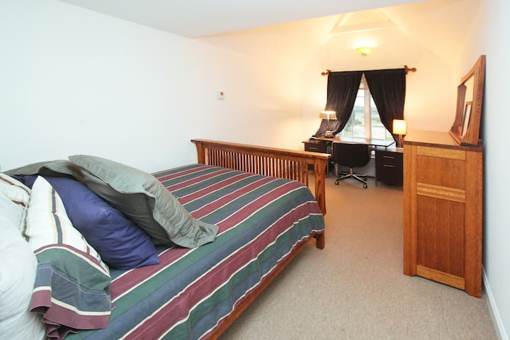 Guest bedroom with Shaker furnitute
