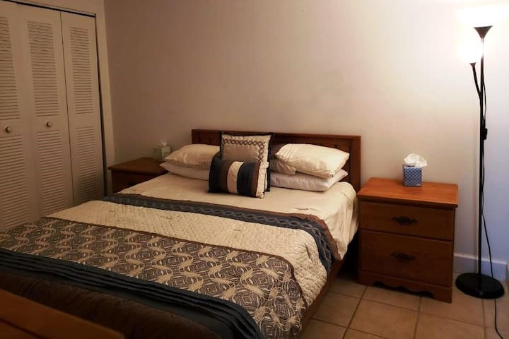 Broad and comfortable Room, Close Universal Park