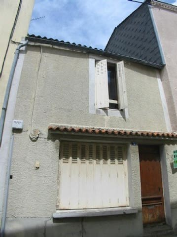 small house b and b in a beautiful french village - Argentonnay - Bed & Breakfast