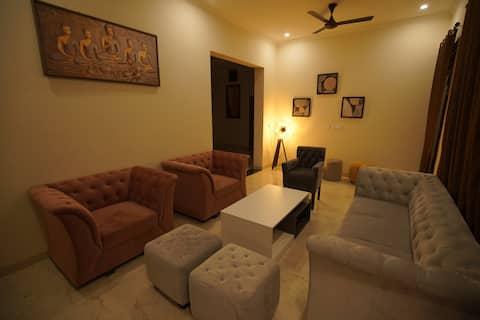 LA CASA INN- home stay (sector 78 -airport road )