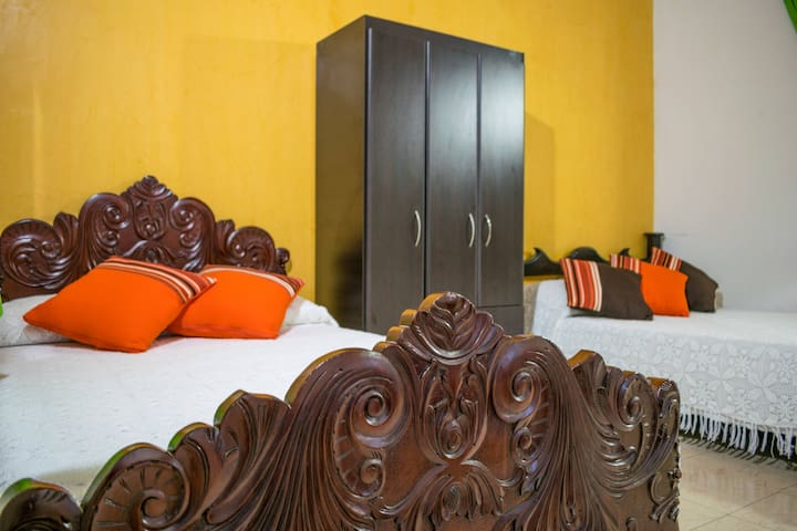 Preciosa habitación triple en Finca Azulinas