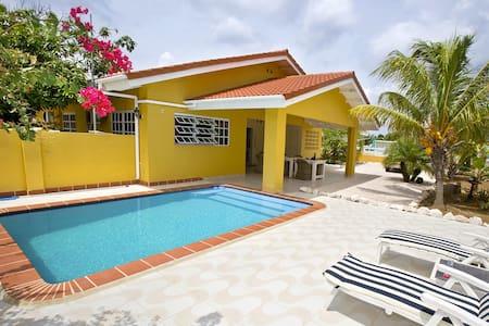 Villa Amarilla, centraal op Curacao - Daniel / St. Willibrordus