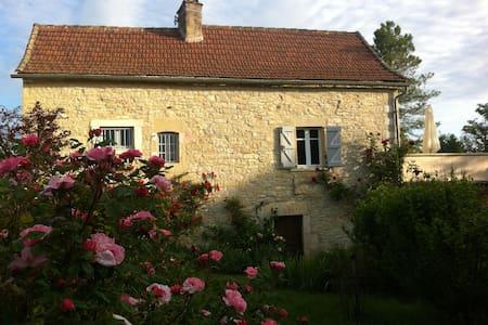 maison de caractère dans un beau village paisible - Loze
