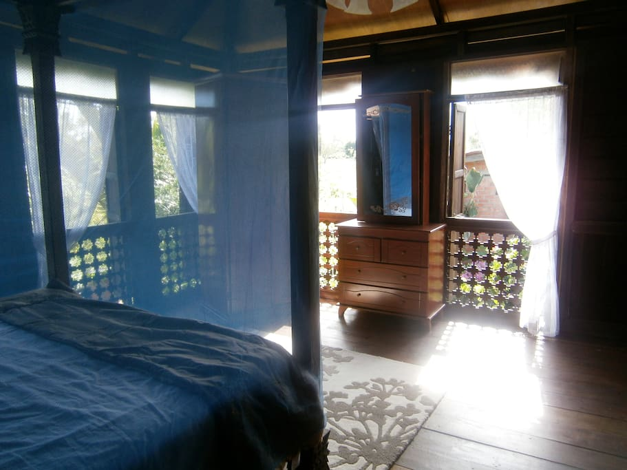 The Papaya House Interior with four poster Bed