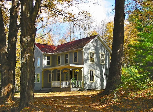 Charming & Secluded 1840 Farmhouse