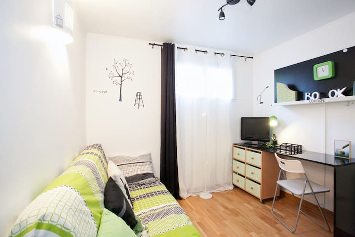 homestay room with private bathroom - Noisy-le-Grand - Bed & Breakfast