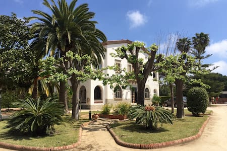 MASSIVE VILLA NEXT TO BARCELONA AND BEACH - Cabrils - Vila