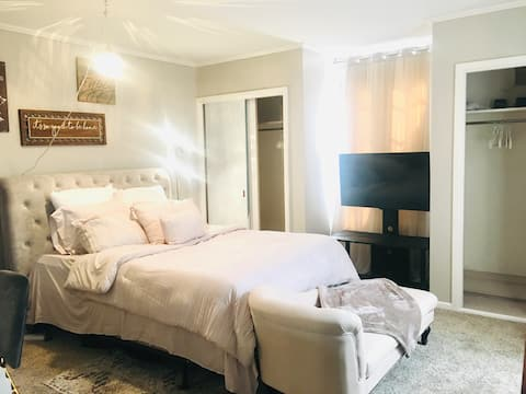 Entire Guest Suite*Soft Queen BR, 1 bathroom