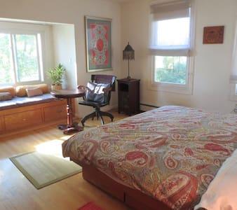 Room in Lakeside Home Upper Levell - Billerica - House
