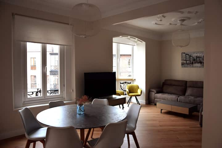 Lovely, bright, modern flat in the heart of Leon