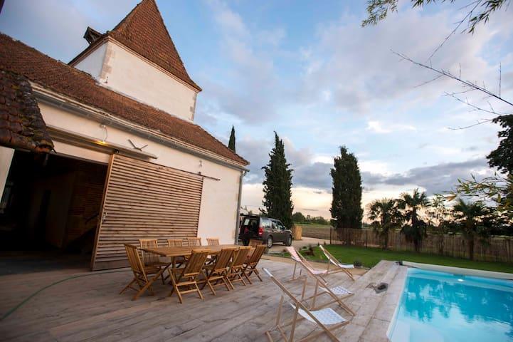 Gîte au bord du Lot avec piscine et grand confort - Fongrave - Huis