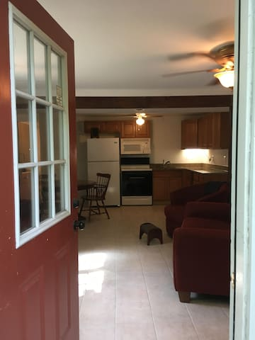 Harpers Ferry basement flat near Shenandoah river!