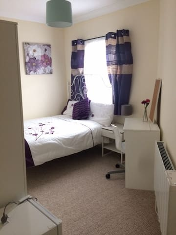 Private room in the heart of Colchester town. - Колчестер - Квартира
