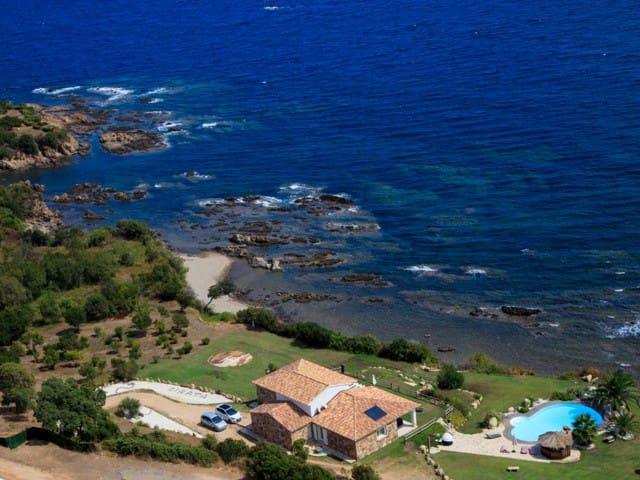 Luxurious Villa on the sea - Sari-Solenzara - 別荘