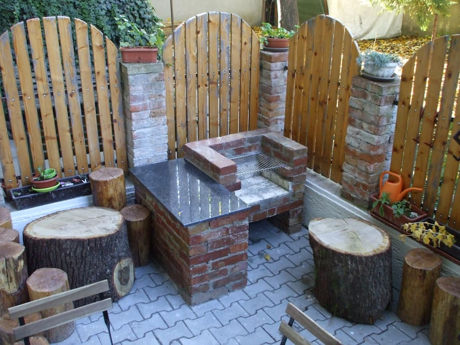 BBQ grill with tree trunk seats