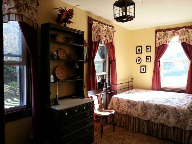 Historic Farmhouse Silhouette Room