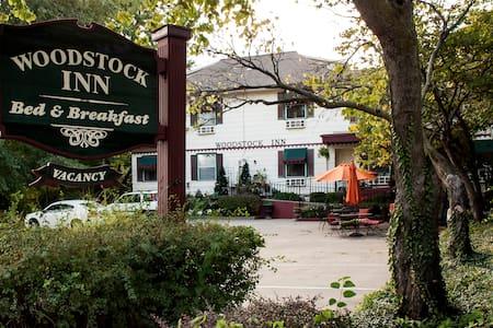 Rent Woodstock Inn Bed & Breakfast - Independence