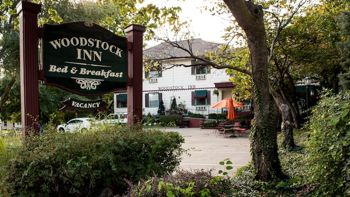 Rent Woodstock Inn Bed & Breakfast