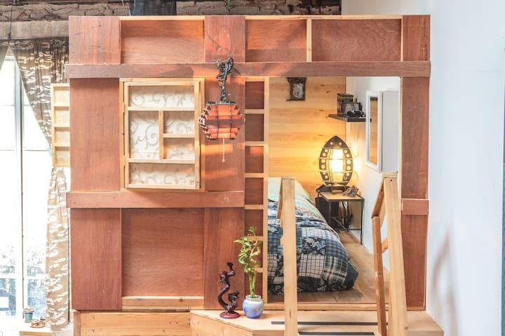 Indoor Treehouse/Groovy Artist Loft - Los Angeles