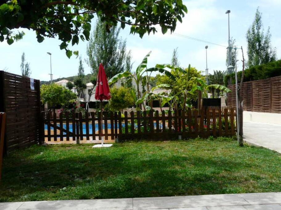 Pareado con piscina a 100 mts playa adosados en alquiler - Camping con piscina climatizada en tarragona ...