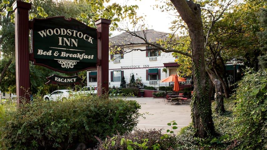 Woodstock Inn B&B spa and King rooms