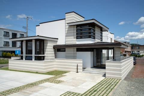 Newly Built! Spacious Modern Organic House