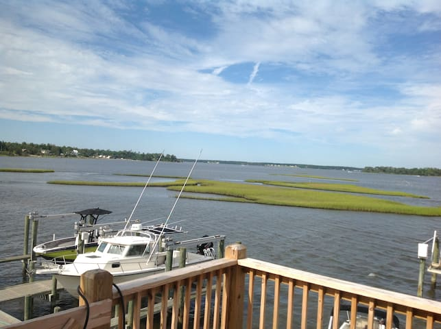 "Historic Swansboro ""Seaside Bliss"""