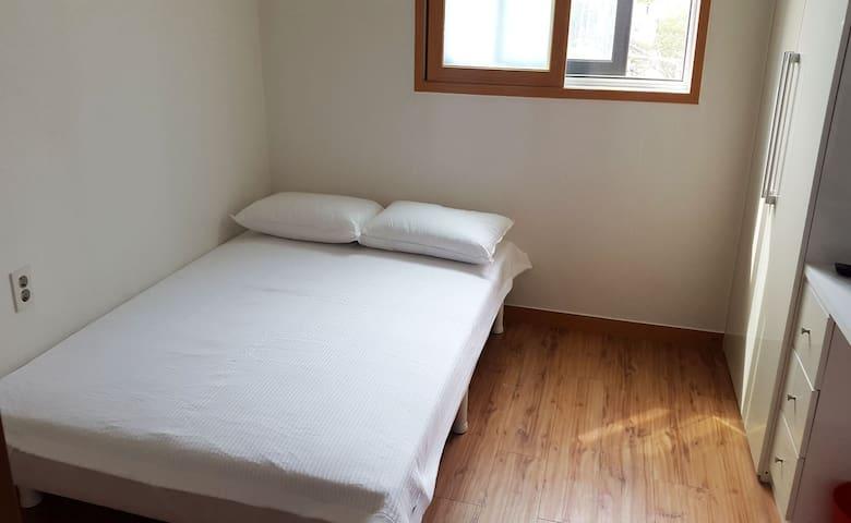 #406 Cozy & safe house 5min @Bongcheon stn(line2) - Gwanak-gu - Lägenhet
