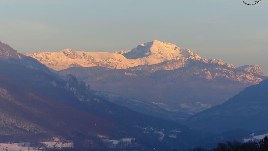 L'Orée des Bauges, petit chalet face aux montagnes