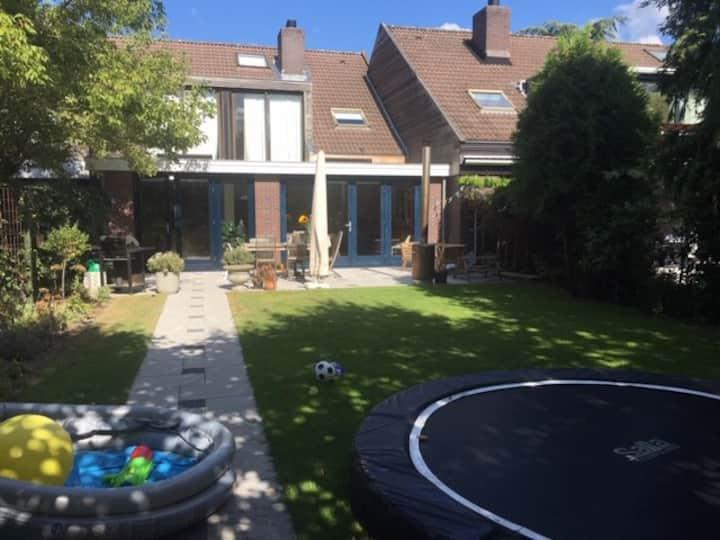 Large sunny family home in Muiderberg, sleeps 6-8!