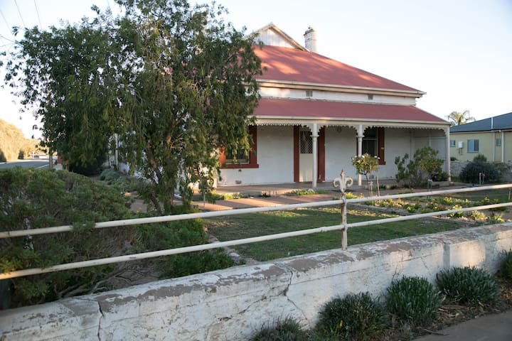 Alex's Country House