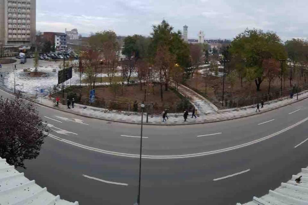 Vedere pe bulevardul unde va fi parada de 1 Decembrie