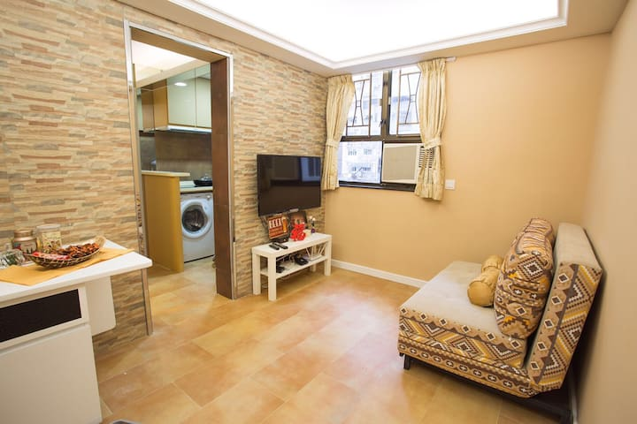 Nice & Cozy apartment in Heart of HK 5 mins to MTR