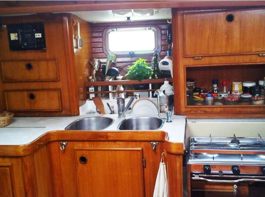 Fully equipped kitchen / Cocina totalmente equipada