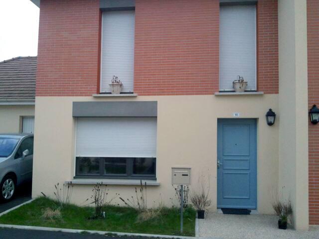 Un chambre en colocation dans une maison - Saint-Ouen-l'Aumône - 一軒家