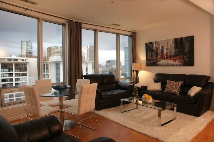 Two Bedrooms Apartment in the Heart of Downtown