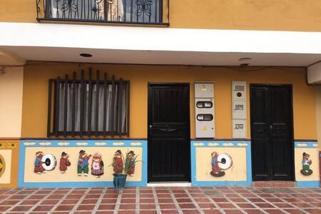 Apto Guatapé a 2 cuadras del Malecón y Parque - Guatape - 公寓