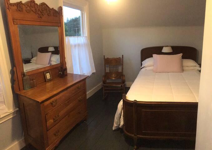 Bedroom (2) 2nd floor