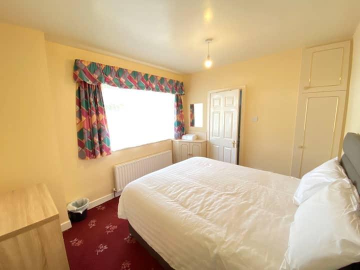 Cosy Double Room - En-Suite, Nirvana Lodge #3